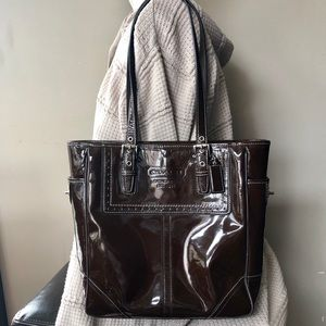 Coach • Vintage Brown Patent Leather Zip Tote bag